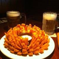 Photo taken at Outback Steakhouse by Breno V. on 2/25/2012