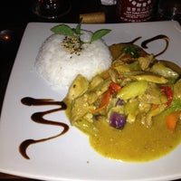 Photo taken at Restaurante Bangkok by Thereza G. on 5/11/2012