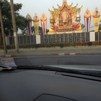 Photo taken at สวนนวมินทร์ภิรมย์ (บึงลำพังพวย) Nawaminphirom Park (Bueng Lam Phang Phuai) by MrGekko T. on 2/15/2012