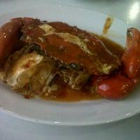 Photo taken at DADU Seafood by Denztyo d. on 9/7/2011