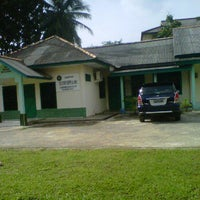 Photo taken at Kampus STIPER SRIWIGAMA by Elong N. on 12/23/2011