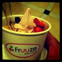 Photo taken at Fruuze Frozen Yogurt by Joshua S. on 8/30/2011