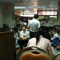 Photo taken at Wing Wah Noodles Shop 永華雲吞麵家 by Ryanne W. on 7/18/2012