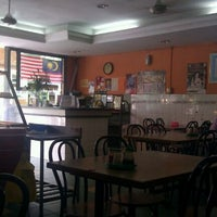 Photo taken at Restoran Nasi Ayam Malaysia by SabahBah.com on 11/14/2011