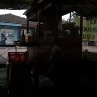 Photo taken at Sate Ayam Ibu Haji Mawi Madura by Yohan N. on 4/3/2012