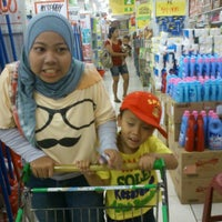 Photo taken at Giant Supermarket by Triyadi A. on 8/1/2012