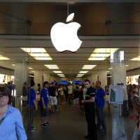 Photo taken at Apple La Maquinista by Vic M. on 7/4/2012