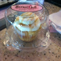 Photo taken at SweeTies Gourmet Treats by Peter L. on 5/8/2012