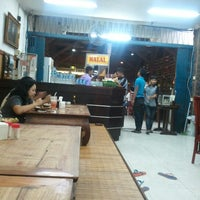 Photo taken at Nasi Pecel Bu Tinuk by sonny w. on 7/5/2012