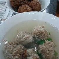 Photo taken at Mie Sahabat Yun Sin by Anang G. on 12/18/2011