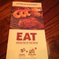 Photo taken at Outback Steakhouse by Angelfish W. on 10/21/2011