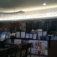 Photo taken at HOLLYS COFFEE by Somin L. on 8/15/2011