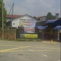 Photo taken at Sekolah Kebangsaan Bandar Temerloh (INTEGRASI) by NOR AAIMAN FARHAN Z. on 8/13/2011