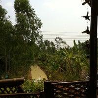 Photo taken at กาแฟใบไม้ by Niti C. on 2/16/2011