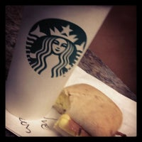 Photo taken at Starbucks by Alesliana B. on 4/19/2012
