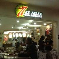 Photo taken at Es Teler 77 by Fanny P. on 1/27/2012