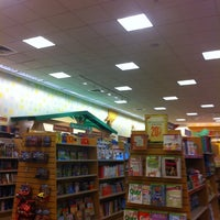 Photo taken at Barnes & Noble by Min L. on 7/22/2011