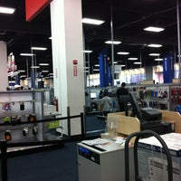 Photo taken at Best Buy by Mahmood on 8/12/2012