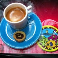 Photo taken at Vipiteno Gelato & Caffè by Paulo Estêvão C. on 4/27/2012