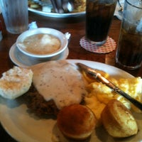 Photo taken at Cracker Barrel Old Country Store by Nieke M. on 8/2/2012