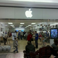 Photo taken at Apple The Fashion Mall at Keystone by Bob B. on 2/12/2011