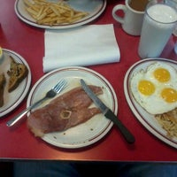 Photo taken at Huddle House by James S. on 10/26/2011