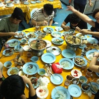 Photo taken at Restoran Yuen Buffet Steamboat by Chea on 11/11/2011