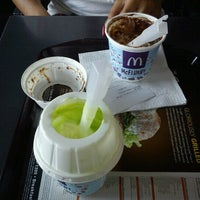 Photo taken at McDonald's by ♚♤(ノ `Д´)ノ~┻━┻♤♚ on 8/31/2012