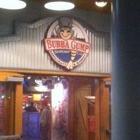 Photo taken at Bubba Gump Shrimp Co. by Juan V. on 6/8/2012