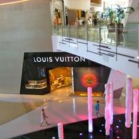 Photo taken at Louis Vuitton Las Vegas CityCenter by Yusri Echman on 7/28/2012