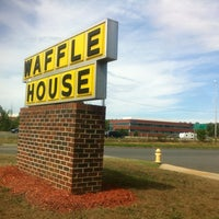 Photo taken at Waffle House by Fresco R. on 7/27/2012