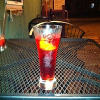 Das Foto wurde bei Bubble Lounge von Jeff am 10/8/2011 aufgenommen