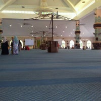 Photo taken at Masjid Al Rahimah Kuala Kubu Bharu by Asfanozika M. on 5/26/2012