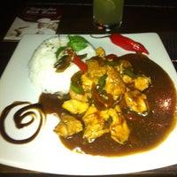 Photo taken at Restaurante Bangkok by Antônio R. on 5/10/2012