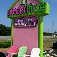 Photo taken at Sweet Frog Frozen Yogurt by Chyane N. on 6/20/2012