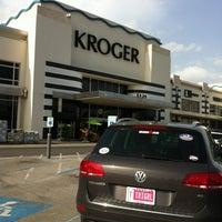 Photo taken at Kroger by Cinthia D. on 7/27/2012