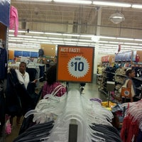 Photo taken at Old Navy by David S. on 8/4/2012