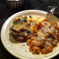 Photo taken at Carrabba's Italian Grill by Richard S. on 8/7/2012