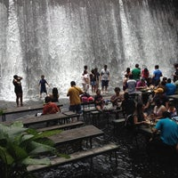 Photo taken at Villa Escudero Plantations And Resort by Heinie Brian H. on 7/28/2012