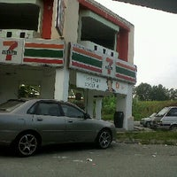Photo taken at 7 Eleven by Muhammad Adib ™ on 9/27/2011