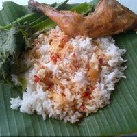 Photo taken at Restoran Hassan Ayam Kampung by azihanyusoff on 8/25/2012
