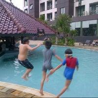 Photo taken at Swimming Pool Kristal Hotel by regina ayu s. on 7/5/2012