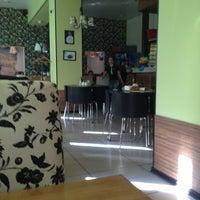 Снимок сделан в Миндаль пользователем Sasha M. 9/7/2012
