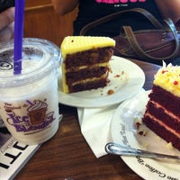Photo taken at The Coffee Bean & Tea Leaf by Arvin on 9/1/2012