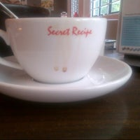 Photo taken at Secret Recipe by Gordon Tan 陳. on 7/25/2012