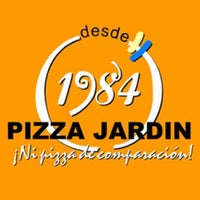 Photo taken at Pizza Jardín by Bruno R. on 2/7/2011