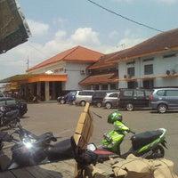 Photo taken at Stasiun Purwokerto by Sampurno P. on 9/7/2011