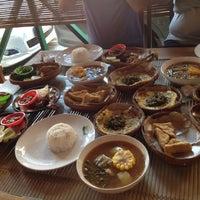 Photo taken at Ayam Goreng Lombok Idjo by Fedrik S. on 5/28/2012