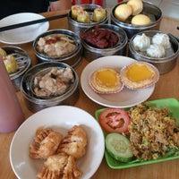 Photo taken at Maxim Dim Sum Restaurant by 燚武 司. on 9/9/2012