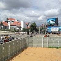 Photo taken at San Dek Intersection by มีป้ายโฆษณาให้เช่า อ. on 6/10/2012